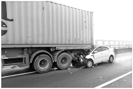 驾车使用手机已成交通事故三大诱因之一