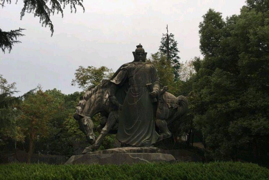 武汉 岳飞塑像